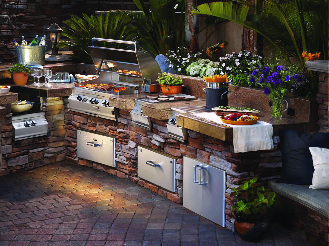 Outdoor kitchens latest trend in home entertainment